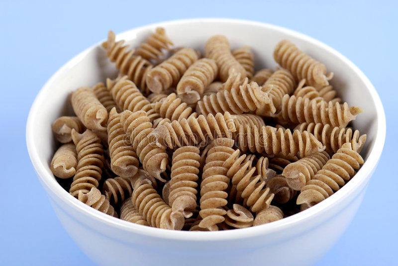 Alimento - pastas del trigo integral fotos de archivo