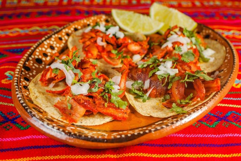 Alimento picante mexicano do pastor do al dos tacos em Cidade do México fotografia de stock