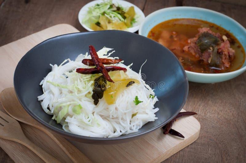 Alimento piccante tailandese con vermicelli fotografia stock