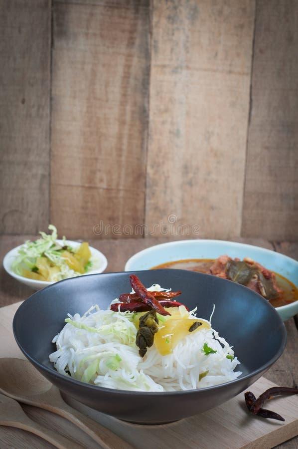 Alimento piccante tailandese con vermicelli immagine stock