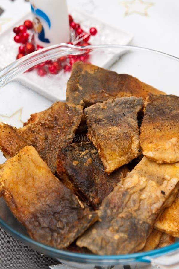 Alimento polonês do Natal de peixes fritados da carpa foto de stock royalty free