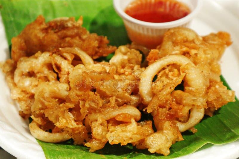 Alimento profondo della via del ` di Fried Squid With Garlic del ` in Tailandia immagine stock libera da diritti