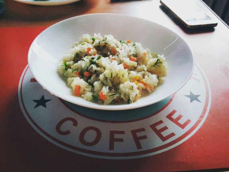 Alimento saboroso do alimento bom e saudável, arroz, um apetite agradável, um modo de vida saudável imagens de stock