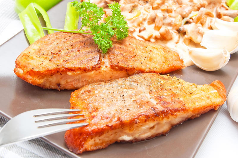 Alimento salmon grelhado fotos de stock royalty free