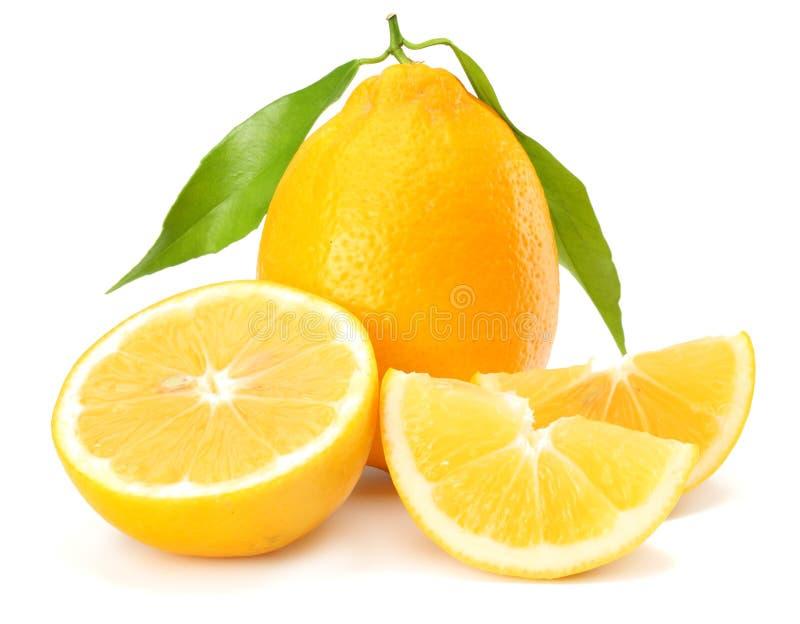 Alimento sano Limone con la foglia verde isolata su fondo bianco fotografia stock