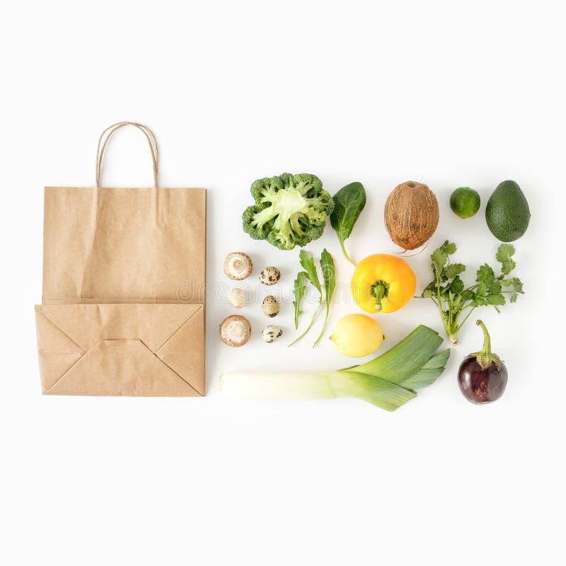 Alimento sano pieno sano del sacco di carta di vista superiore del fondo di cibo immagine stock libera da diritti