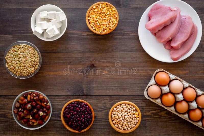 Alimento sano Proteina e fibra ricche dei prodotti Legumi, dadi, formaggio a bassa percentuale di grassi, raduno, uova Fagioli cr fotografia stock libera da diritti