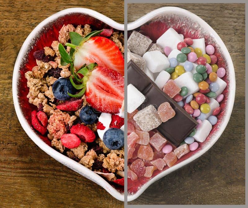 Alimento saudável e insalubre de Choise Comendo o conceito imagens de stock