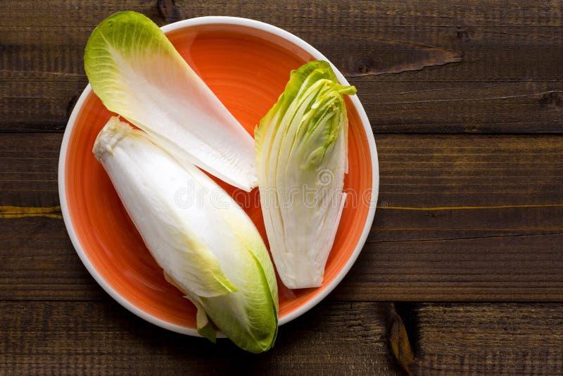 Alimento saudável orgânico da endívia fresca Salada crua da chicória imagem de stock