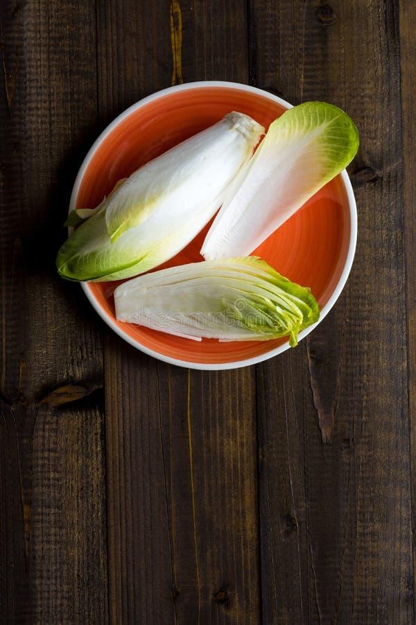 Alimento saudável orgânico da endívia fresca Salada crua da chicória foto de stock royalty free
