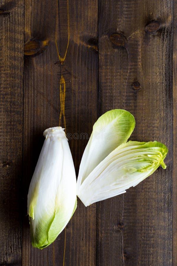Alimento saudável orgânico da endívia fresca Salada crua da chicória imagens de stock