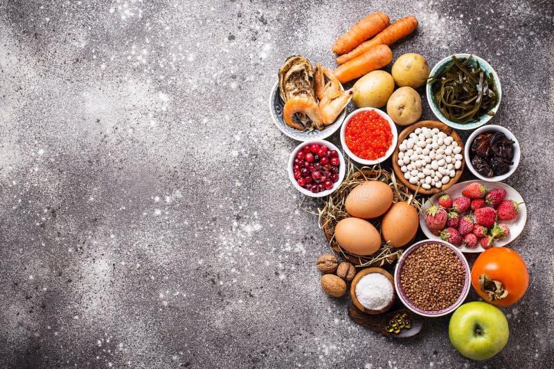 Alimento saudável que contém o iodo Produtos ricos no mim fotos de stock royalty free