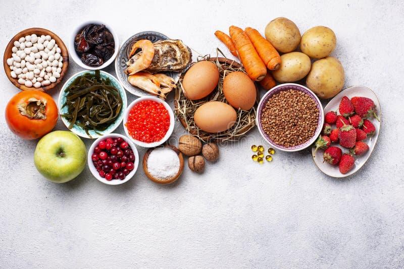 Alimento saudável que contém o iodo Produtos ricos no mim foto de stock royalty free