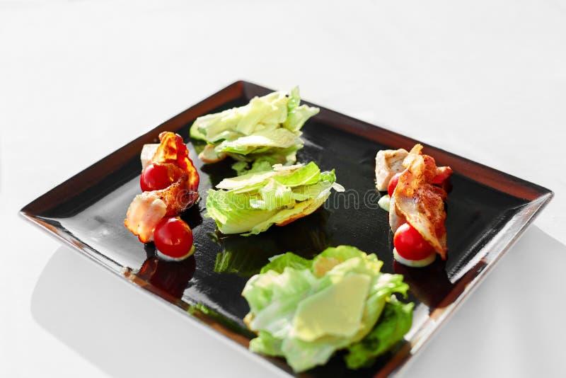 Alimento saudável Restaurante de Caesar Salad On Plate In Refeição, dieta fotos de stock