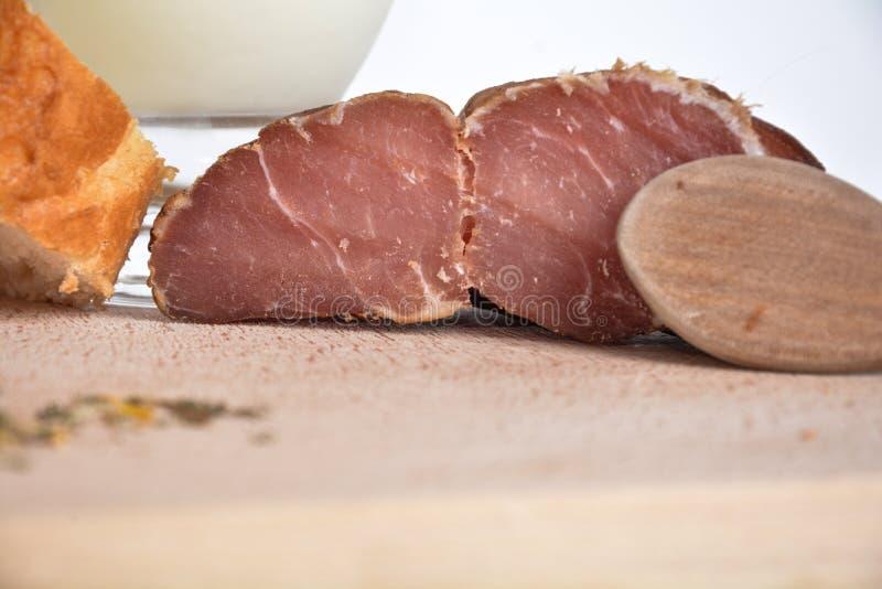 Alimento su un piatto di legno immagine stock libera da diritti