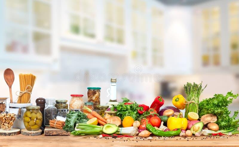Alimento sulla cucina immagini stock libere da diritti
