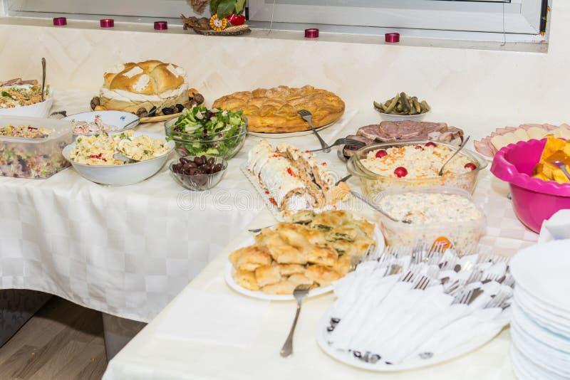 Alimento sulla tavola immagine stock libera da diritti