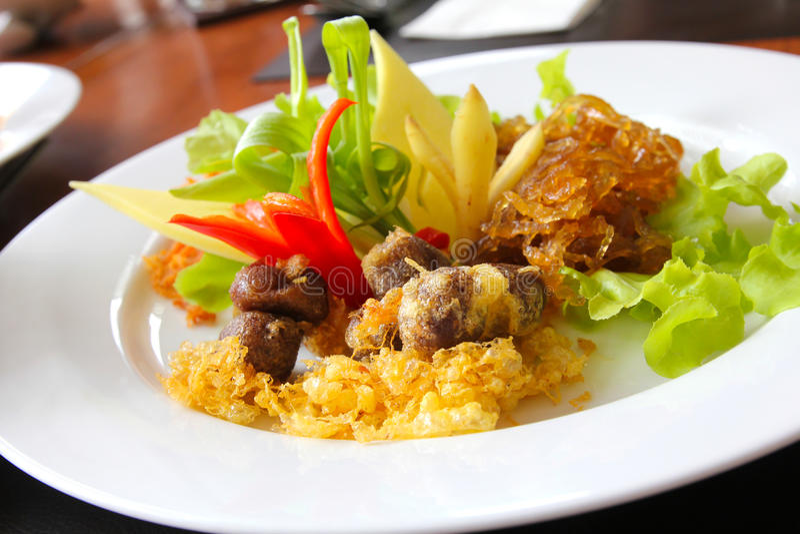 Alimento tailandés, tallarines de arroz revolver-fritos foto de archivo libre de regalías