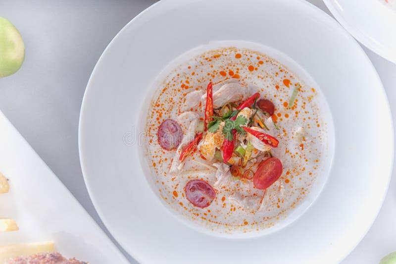 Alimento tailandês da canja de galinha, o quente e o picante, o favorito foto de stock