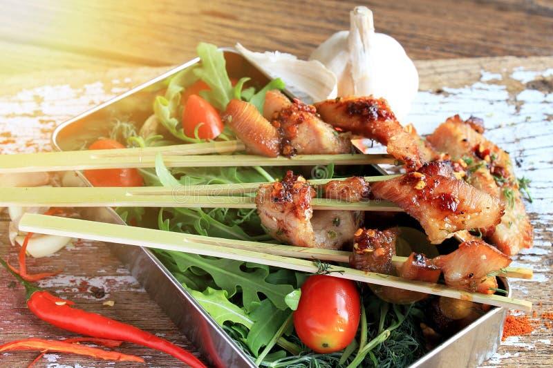 Alimento tailandês da rua, carne de porco grelhada imagem de stock royalty free