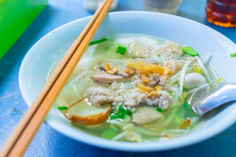 Alimento tailandês da rua do macarronete do estilo chinês imagens de stock royalty free