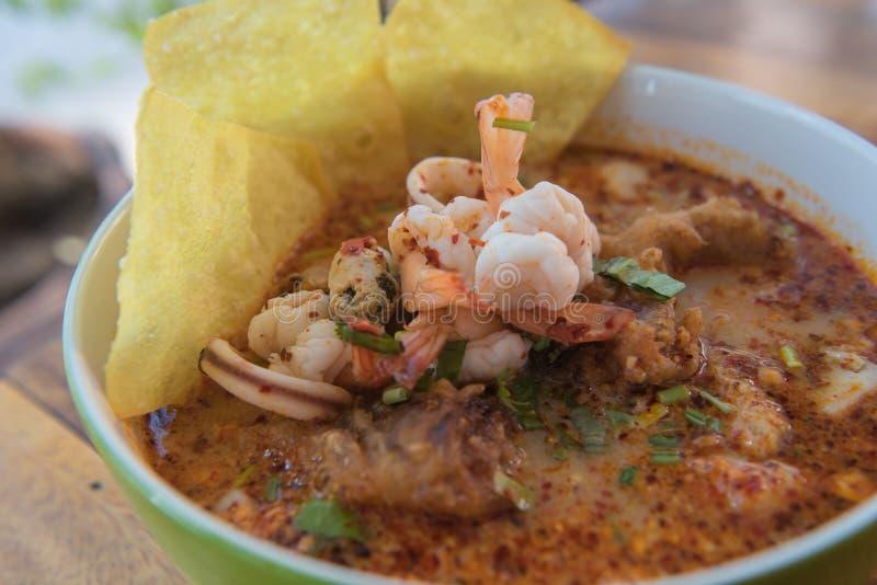 Alimento tailandês da sopa picante do ` do goong de Tom do ` yum imagem de stock