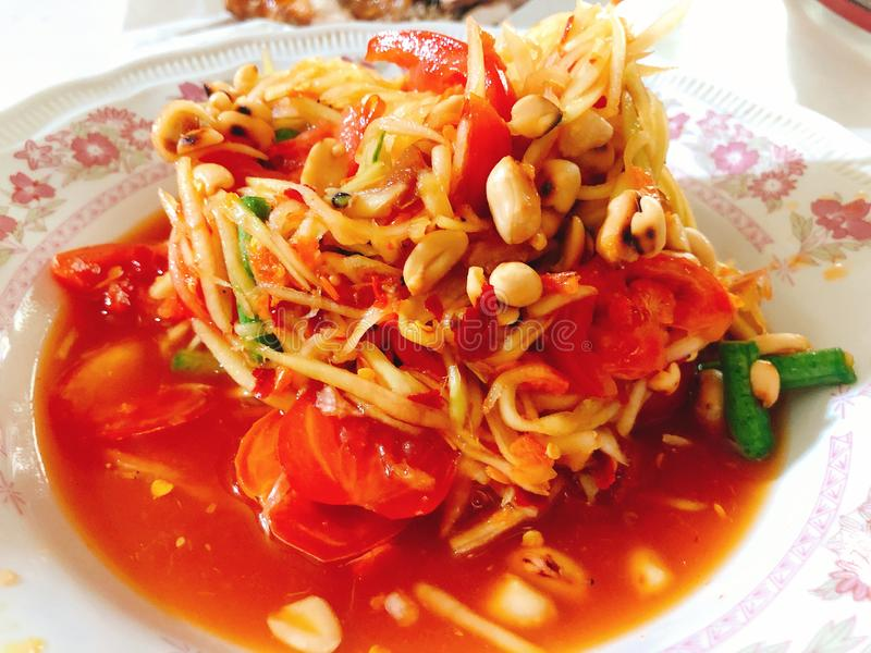 Alimento tailandês delicioso; salada da papaia imagem de stock