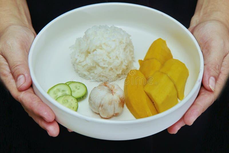 Alimento tailandês do treaditional, arroz do jasmim com vegetais e frutos imagem de stock royalty free
