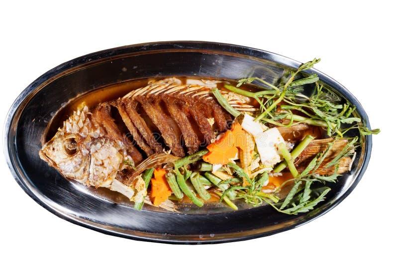 Alimento tailandês: Ingredientes dos peixes fritados com Chili Sweet Sauce fotos de stock royalty free