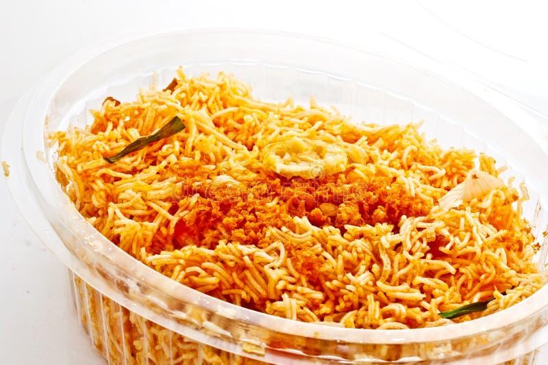 Alimento tailandês, macarronete friável imagens de stock royalty free