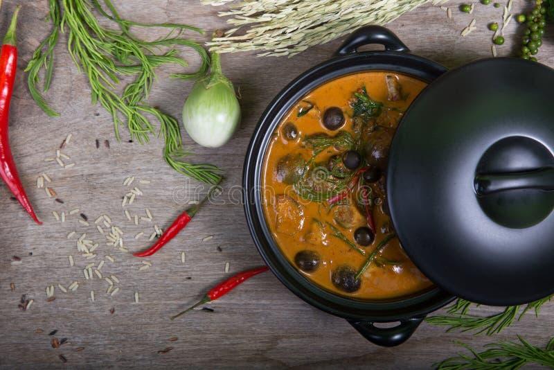 Alimento tailandês: O sarmentosum do gaiteiro deixa o caril fotos de stock