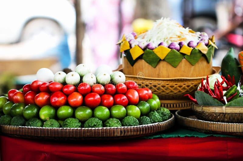 Alimento tailandês popular da matéria prima SaladSomTum tailandês da papaia foto de stock royalty free