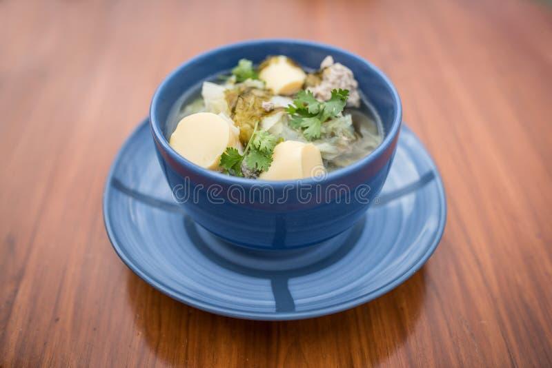 Alimento tailandês, Tom Chued Tao Hu Sarai, sopa do Tofu com cabbag chinês fotografia de stock royalty free