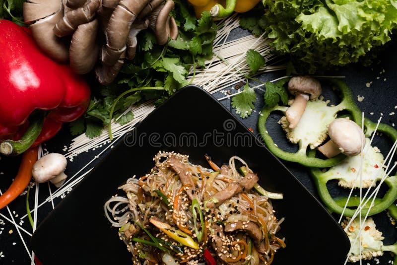 Alimento tailandês tradicional que prepara o macarronete do ofício imagens de stock