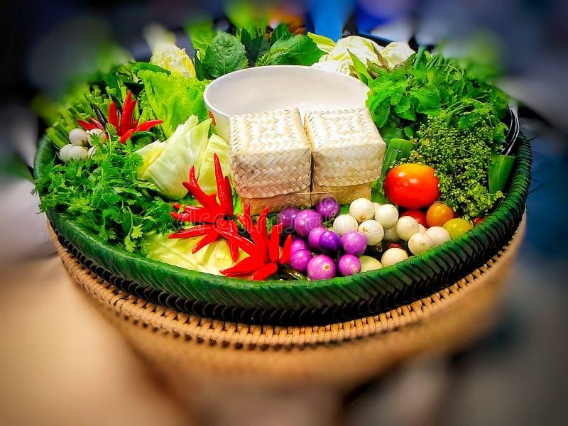 Alimento tailandês - vegetais e ervas imagens de stock