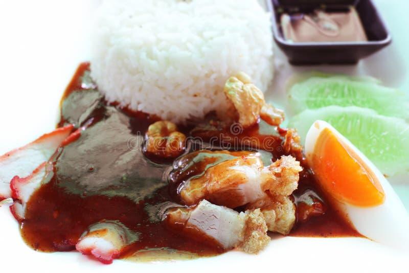 Alimento tailandese, carne di maiale croccante, carne di maiale arrostita, riso cucinato immagine stock