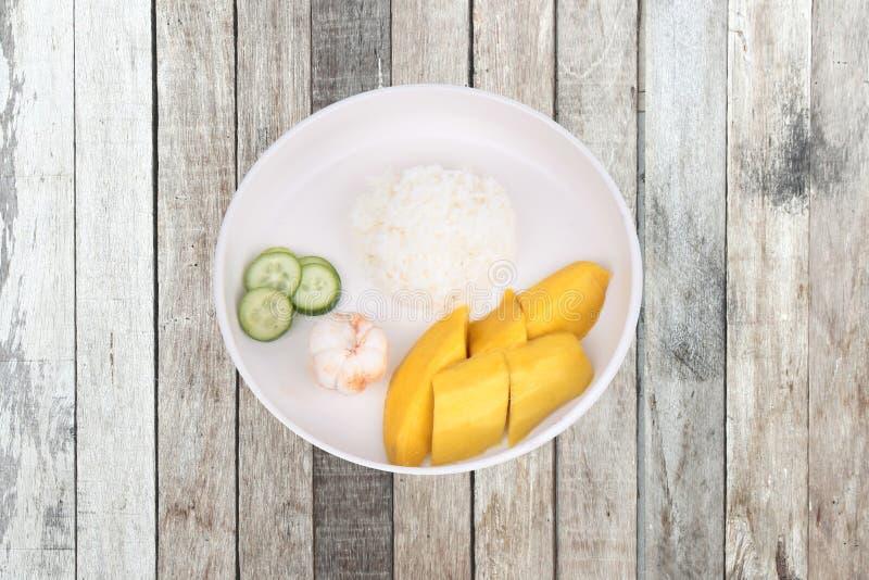 Alimento tailandese di treaditional, riso del gelsomino con le verdure e frutti fotografia stock libera da diritti