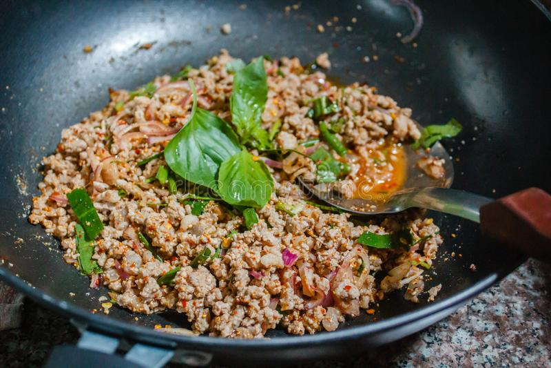 Alimento tailandese, insalata tritata piccante della carne di maiale fotografia stock