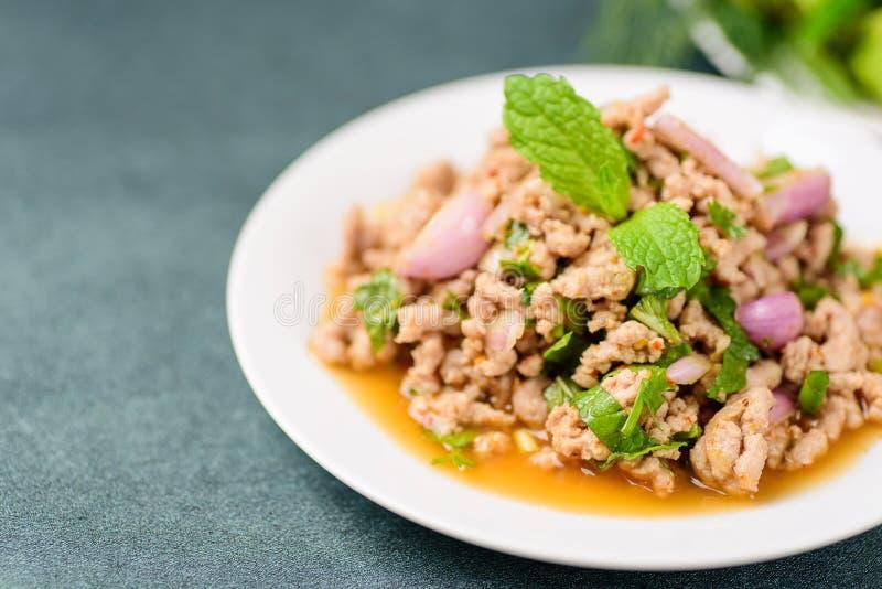 Alimento tailandese, MOO tritato piccante di Larb dell'insalata della carne di maiale immagine stock