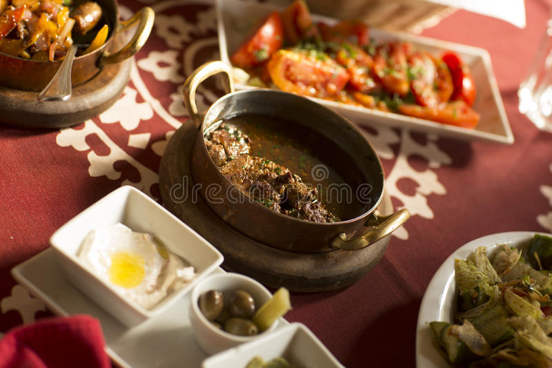 Alimento tradicional árabe no golfo Médio Oriente imagens de stock royalty free