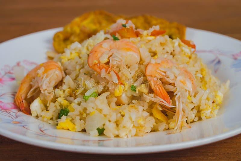 Alimento tradizionale infornato tailandese del riso, alimento della via immagini stock libere da diritti