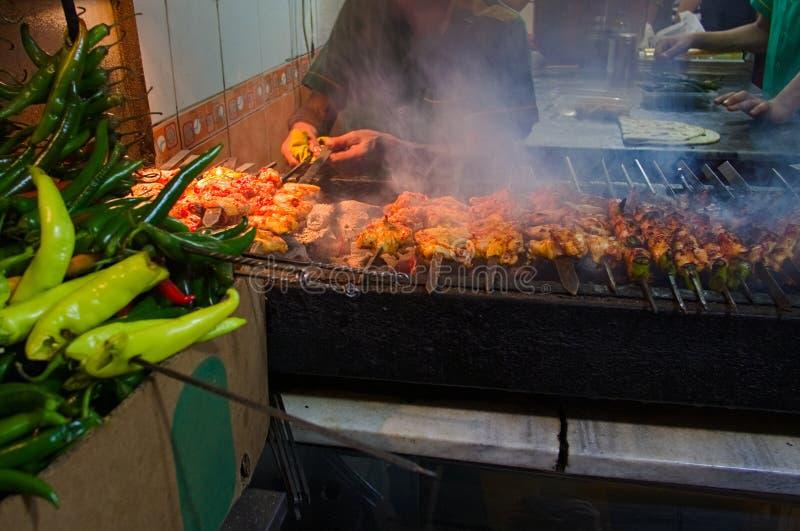 Alimento turco grelhado da rua do no espeto foto de stock