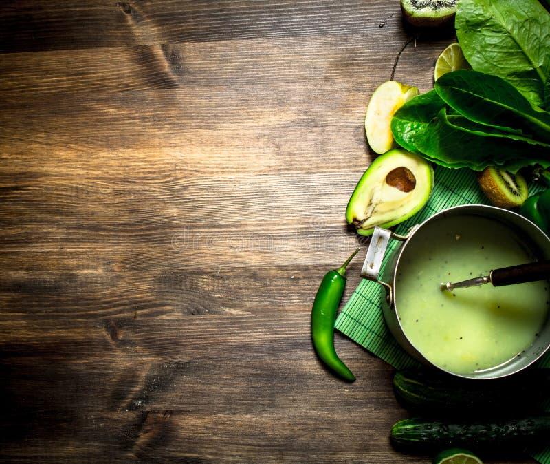 Alimento verde Suco natural dos vegetais e dos frutos foto de stock royalty free