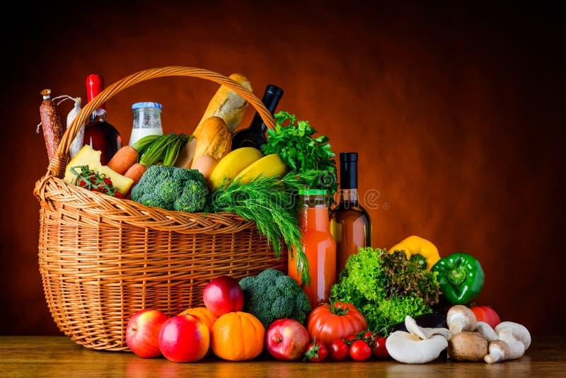 Alimento, verdure e frutta di acquisto fotografia stock libera da diritti