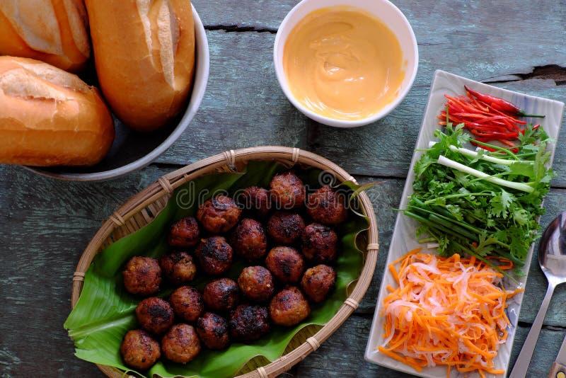 Alimento vietnamiano da rua, nuong do thit do MI do banh fotos de stock royalty free