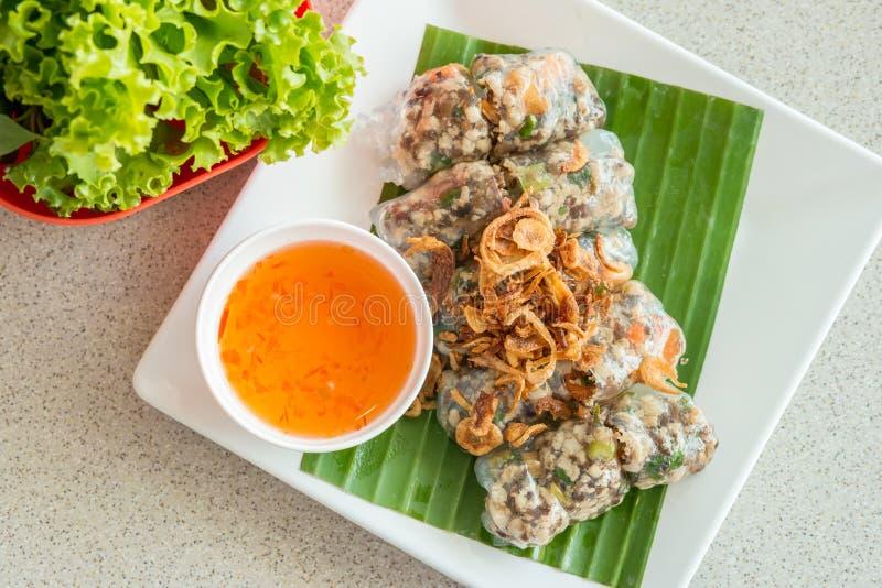 Alimento vietnamiano, rolos frescos do verão imagens de stock royalty free