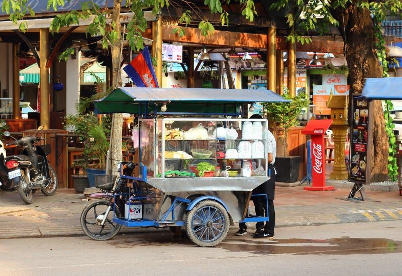 Alimentos de preparación rápida de la calle asiática imagenes de archivo