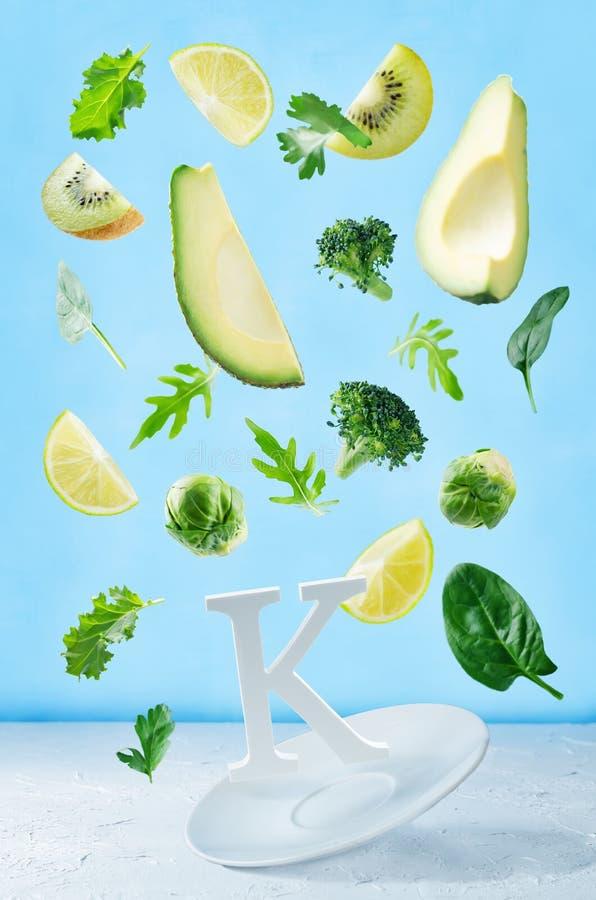 Alimentos do voo ricos na vitamina k Vegetais verdes imagem de stock