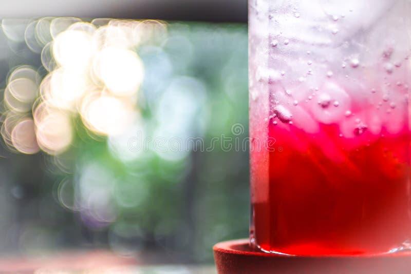 Alimentos frescos líquidos do refresco fresco do gelo com soda imagem de stock