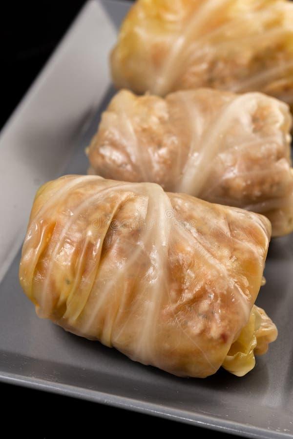 Alimentos tradicionais de Sarma, frescos e preparados imagem de stock